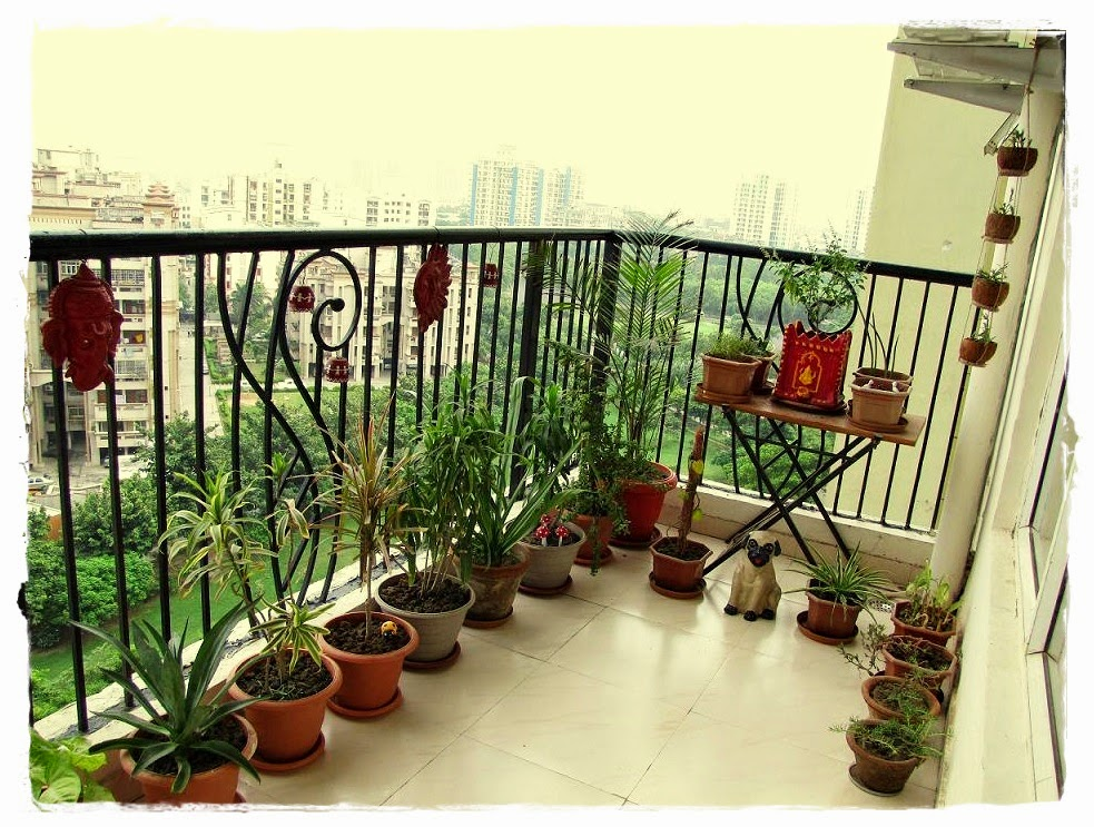 Some tips design for small outdoor balcony feng shui for Decorate your balcony