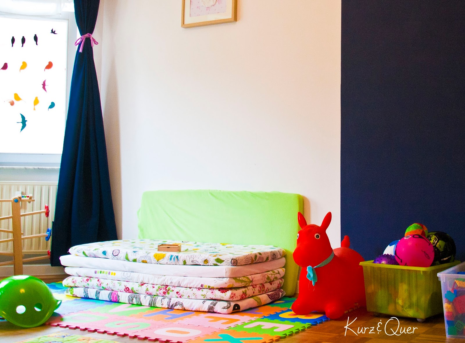 kurz und quer blick ins kinderzimmer. Black Bedroom Furniture Sets. Home Design Ideas