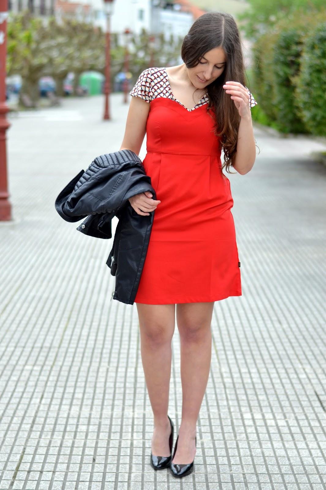 combinar vestido rojo titisclothing