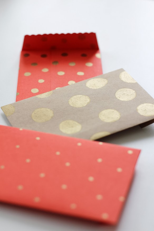 Sobres con papel de regalo reciclado en Recicla Inventa