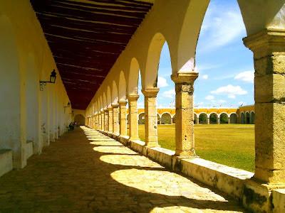 Arcos Atrio Convento Izamal Yucatan Mexico