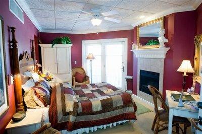 Decoraci n de interiores pinta tu casa con el color granate for Dormitorio granate