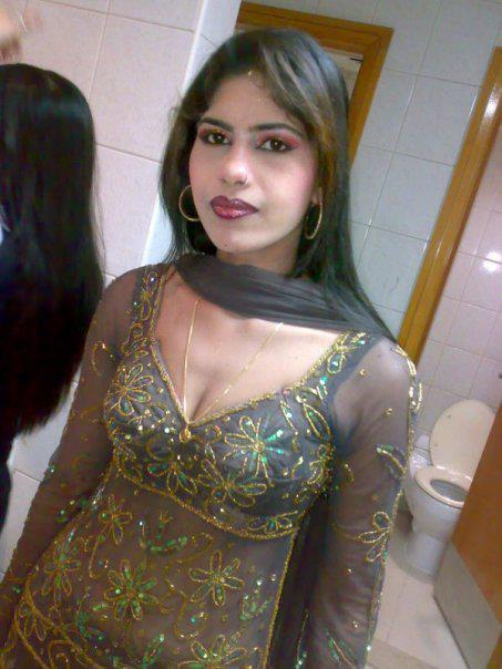 Desi Hot Sizzling Aunties Hot Cleavage And Navel Photo