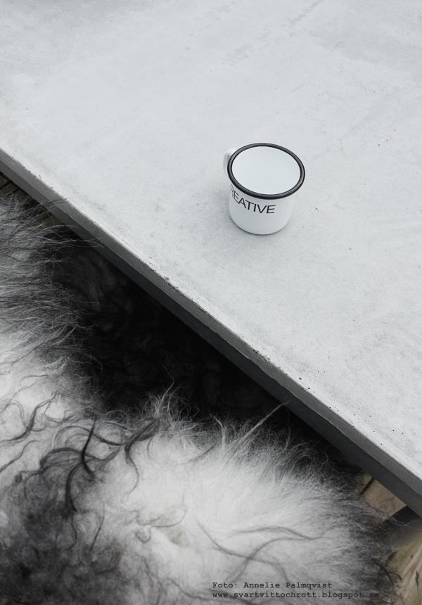betongbord, diy bord, göra eget bord, betong, gjuta i betong, fårskinn, långhårigt isländkst fårskinn, webbutik, webbutiker, webshop,
