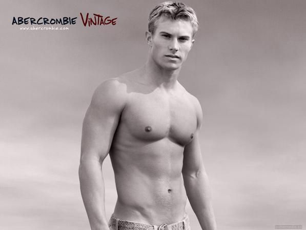 Un giocare con la bellezza dei corpi maschili ecco il catalogo