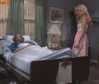 Enfermeira cuidando de seu paciente
