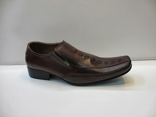 Sepatu Kickers Pantofel coklat,