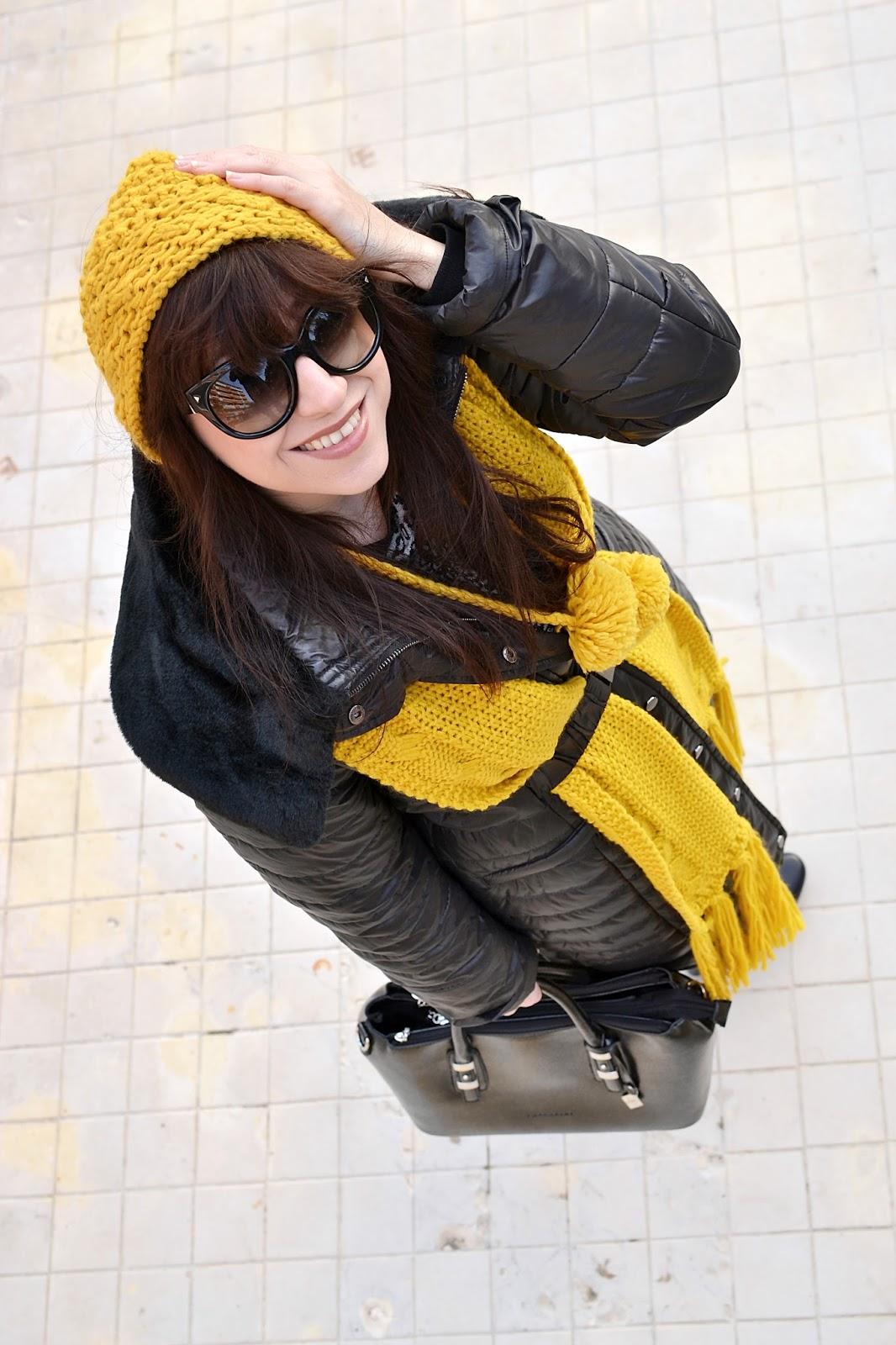 COPY & PASTE_Katharine-fashion is beautiful_Žltá čiapka_Žltý šál_Sivé džínsy_Katarína Jakubčová_Fashion blogger