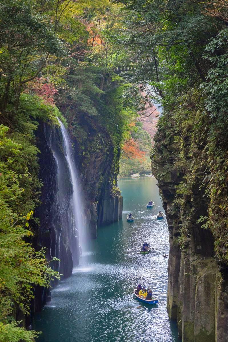 takachiho japan waterfall
