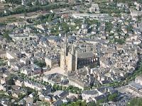 «Mende-cathedrale-1» de User:civodule - Trabajo propio. Disponible bajo la licencia CC BY-SA 3.0 vía Wikimedia Commons - http://commons.wikimedia.org/wiki/File:Mende-cathedrale-1.JPG#/media/File:Mende-cathedrale-1.JPG