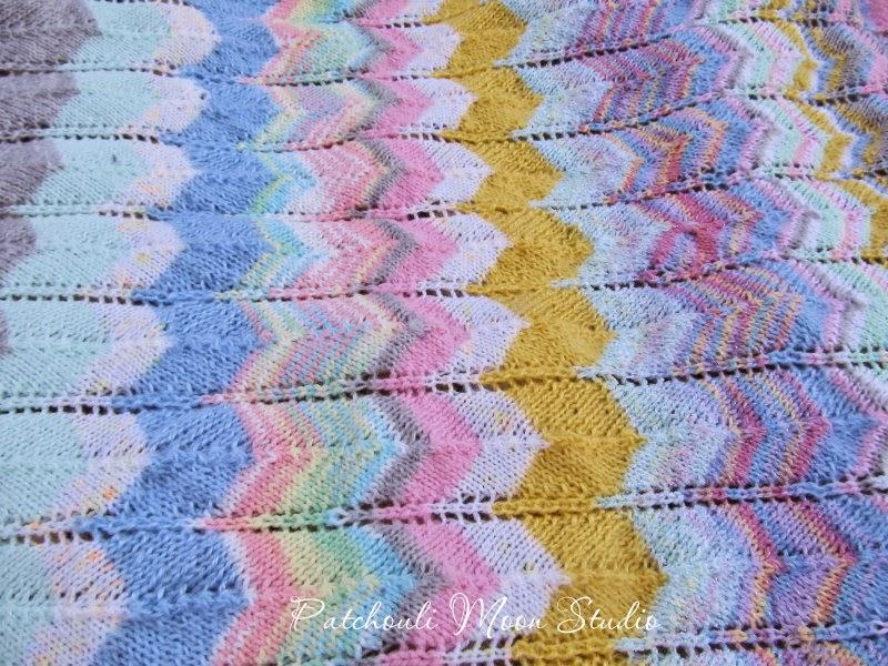 Zigzag Knitting Pattern Baby Blanket : Patchouli Moon Studio: Knit Zigzag Baby Blanket