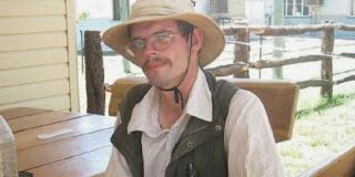 Pria Ini Makan Lalat Untuk Hidup ketika Tersesat di Tengah Hutan