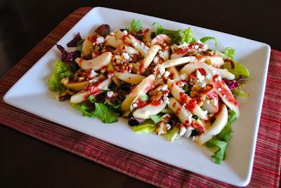 Салат с грушами и клюквенной заправкой