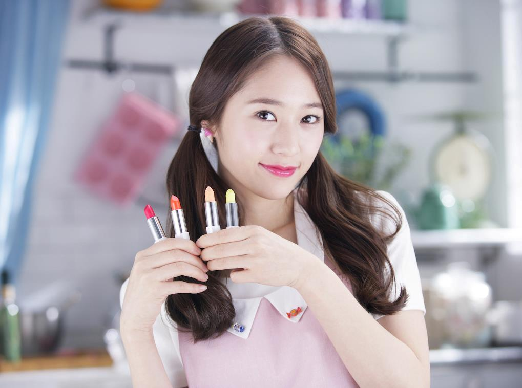 fx+krystal+etude More of f(x) Krystal and Sullis promotional pictures for Etude House