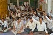 कानपुर : बीएसए झुके मांगी माफी, शिक्षक संगठनों से हुआ समझौता -