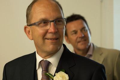 le marié voit la mariée arriver - mairie du Gosier