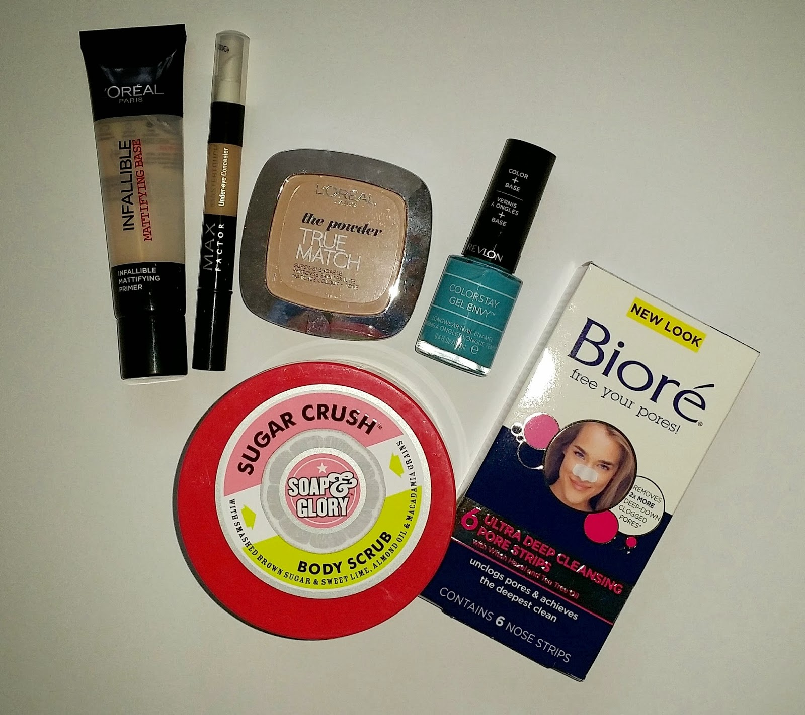 baza matująca L'oreal infallible, scrub Soap & Glory, lakier Revlon, płatki Biore, kosmetyki