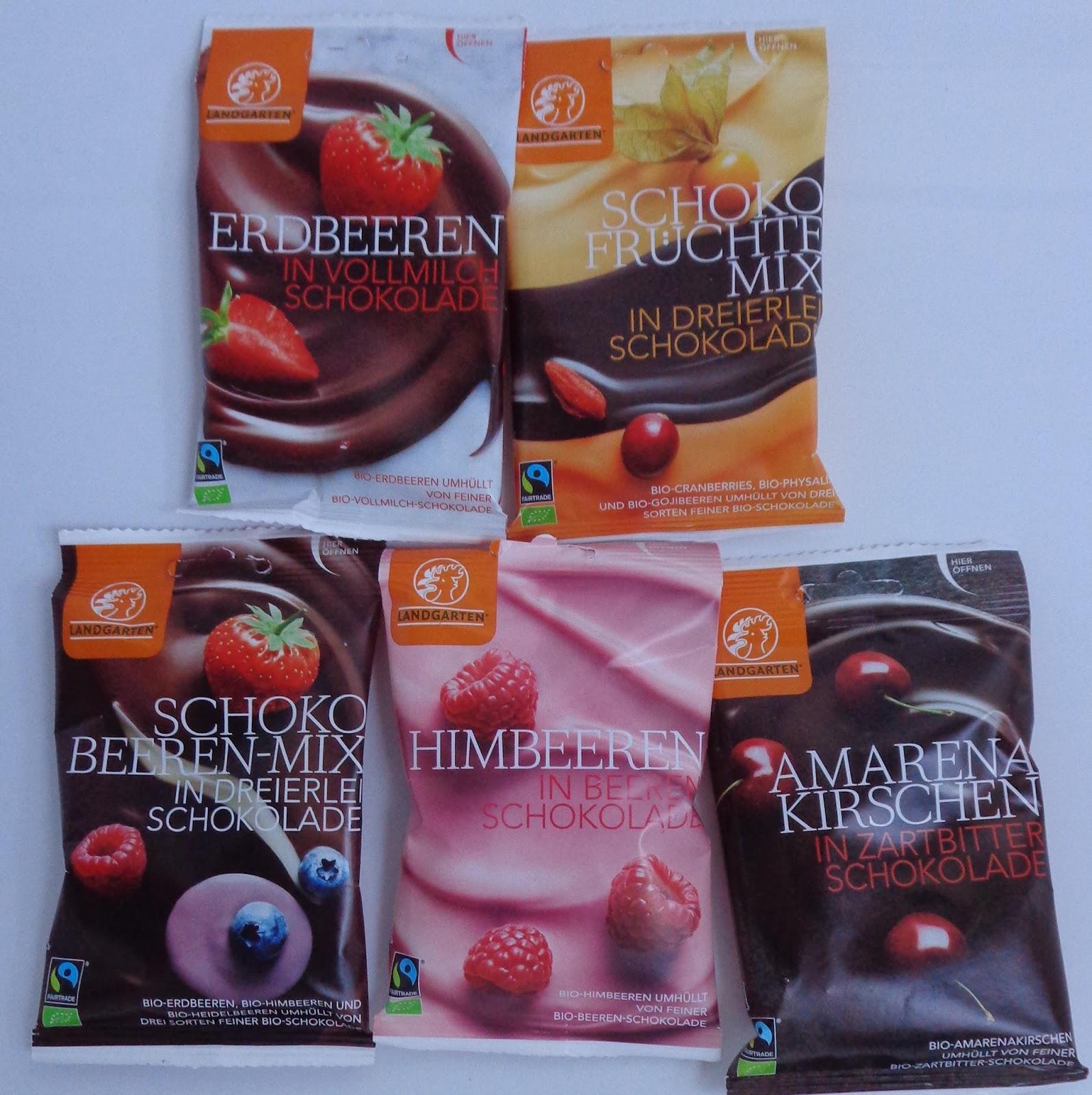 Amarena-Kirschen in Zartbitterschokolade; Erdbeeren in Vollmilchschokolade, Himbeeren in Beerenschokolade; Schoko-Früchte-Mix, Schoko Beeren-Mix