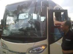 FOTO-FOTO MOBIL BUS PERSIB KACA PECAH DI LEMPARI BATU JAKMANIA