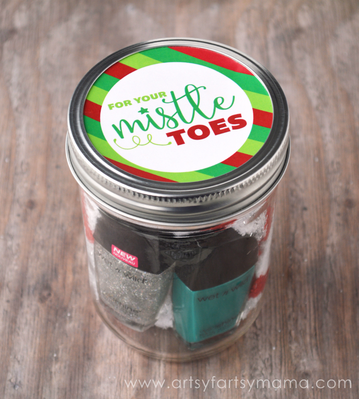 "Free Printable ""Mistle Toe"" Label at artsyfartsymama.com"