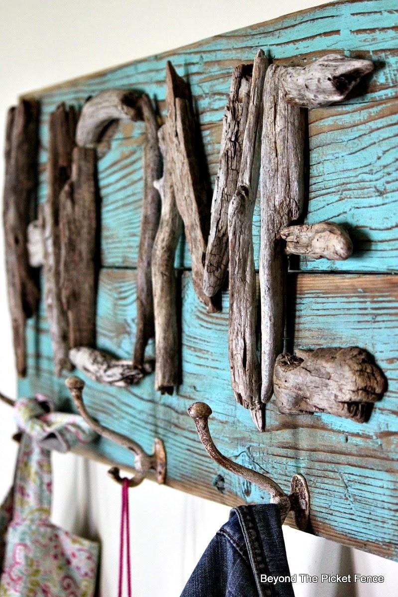 Driftwood Home Coat Hook http://bec4-beyondthepicketfence.blogspot.com/2014/09/drifting-home.html