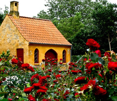 A Beautiful Mess Red Rose Cottage Great Britain