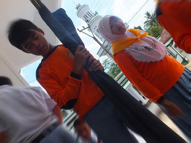 Anggota Palang Merah Remaja (PMR) MALINDA