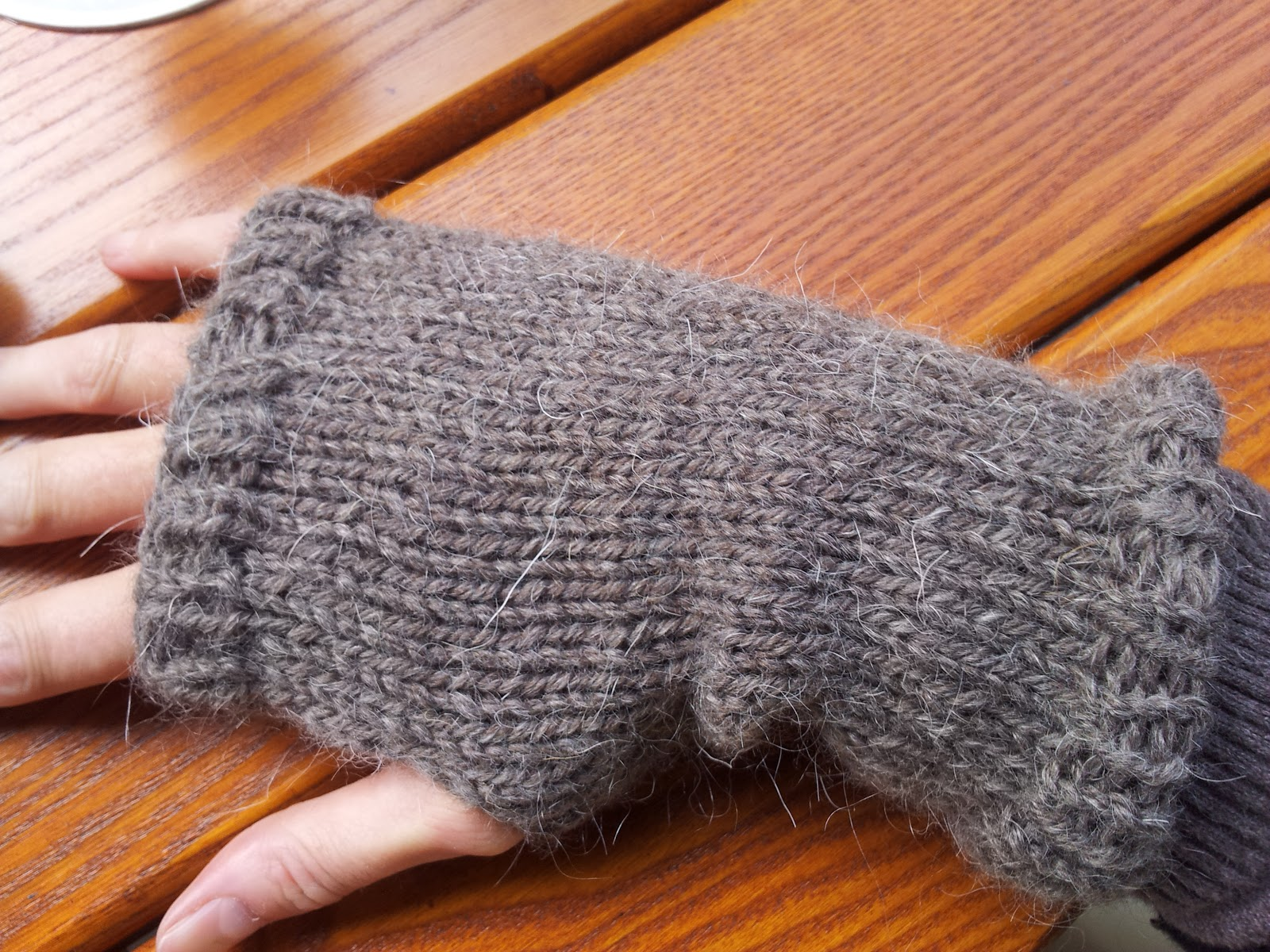 Roving Around Crafts: Rustic-style hand knitted wrist warmers