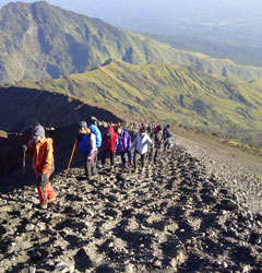 Rinjani Trekking 2 Days 1 Nights Summit via Sembalun