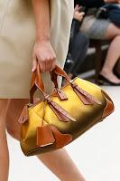 Докторска Чанта от златен сатен и кафява кожа, дизайн Burberry Prorsum