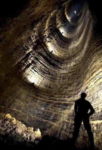 Ada banyak indikasi bahwa sistem gua bawah tanah di seluruh dunia