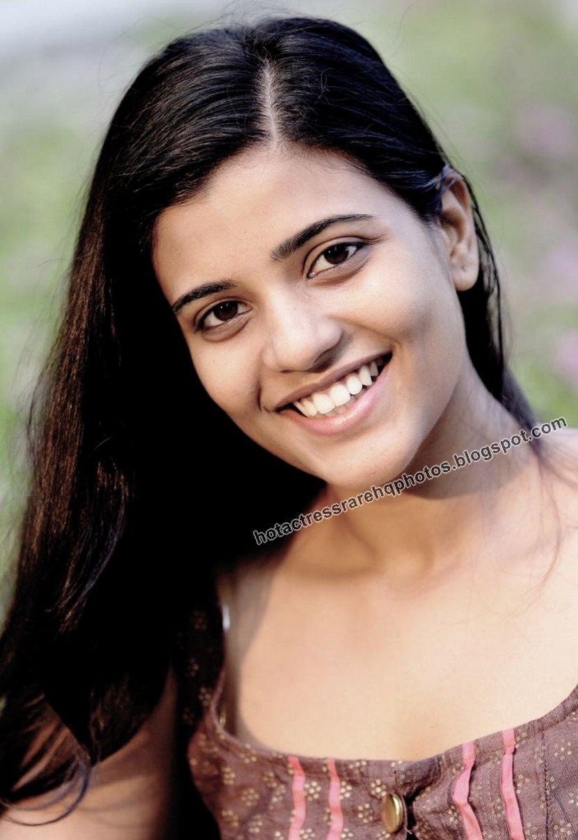 Hot Indian Actress Rare HQ Photos: Tamil TV Serial Actress Aishwarya ...