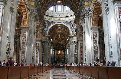 Interior de la Basílica de San Pedro del Vaticano
