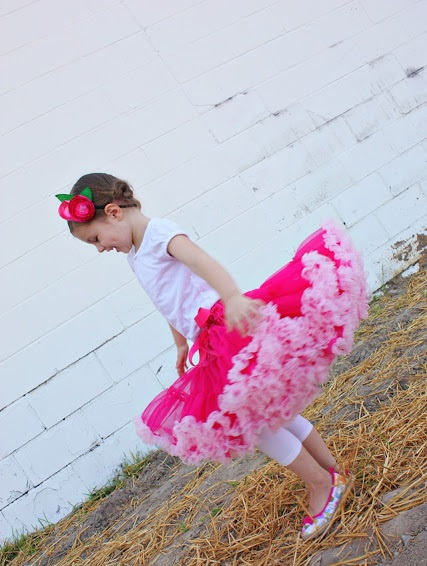 sew fluffy  skirt for girl