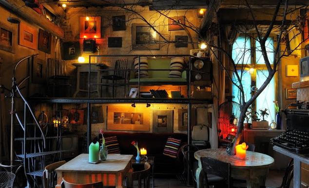 Un caf decadente el jos f k decoraci n - Decoracion de bares tematicos ...