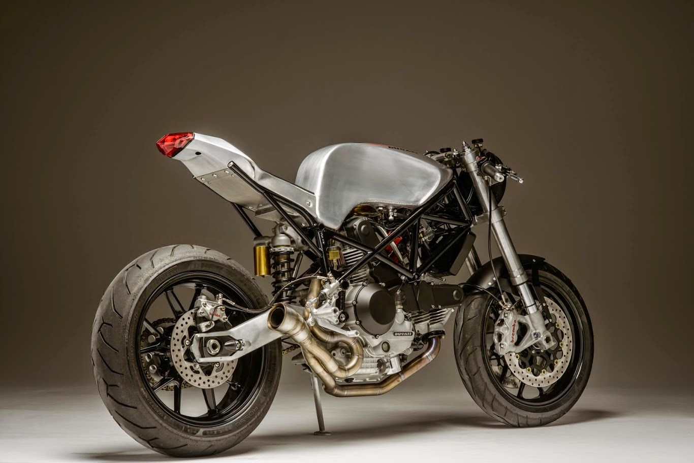 atom bomb ducati 900ss return of the cafe racers. Black Bedroom Furniture Sets. Home Design Ideas
