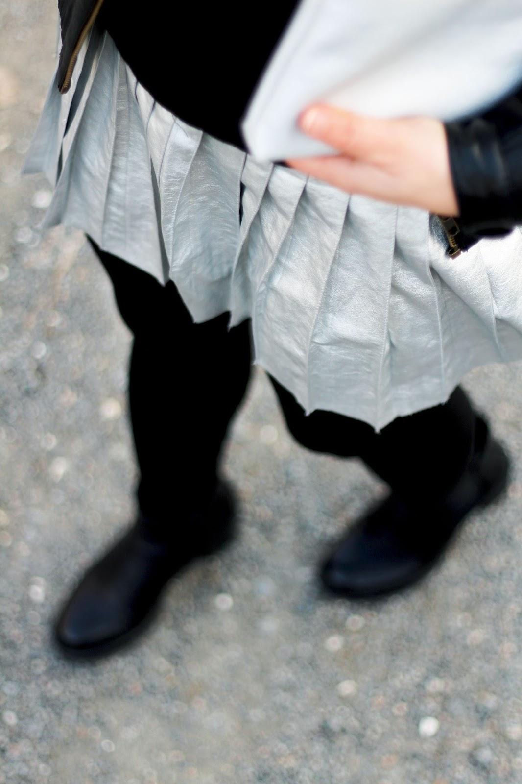 Jupe plissée argentée
