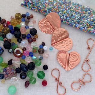 Materials to make great sun catchers or wind chimes for the garden - free tutorials