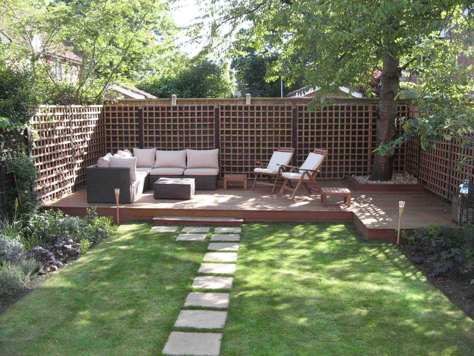 Garden designs for small gardens home interior designs for Small garden design ideas decking