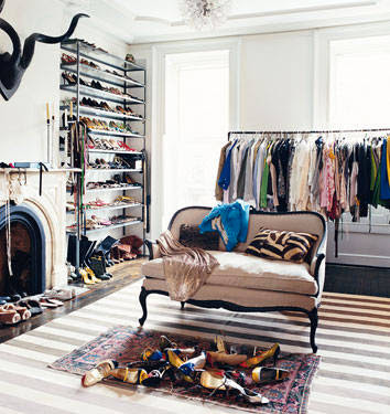 war of the wardrobe sneak peak inside jenna lyon 39 s closet. Black Bedroom Furniture Sets. Home Design Ideas