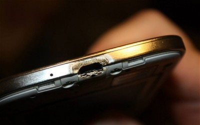 Samsung Coba Bungkam Pengguna Galaxy S4 Yang Terbakar