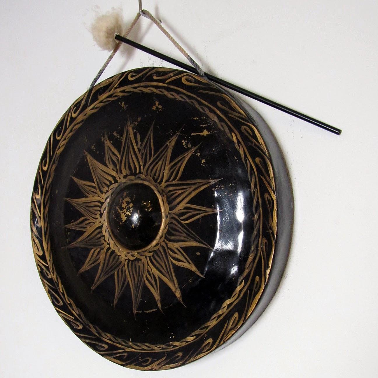 black gong