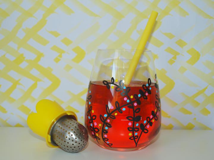 diy customiser un verre avec des feutres posca
