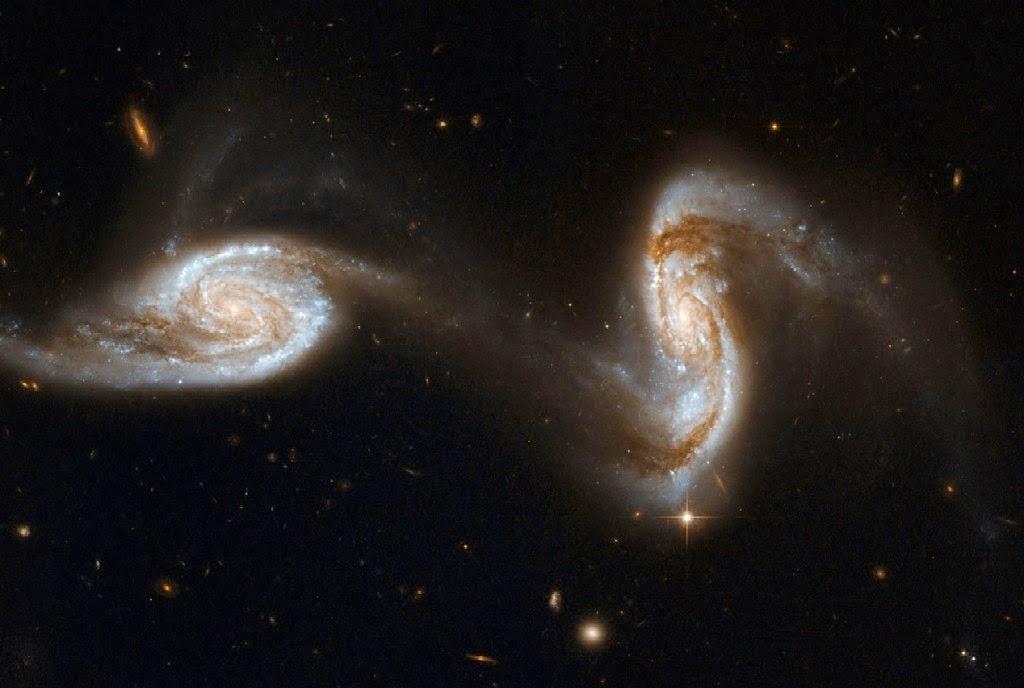 NGC 5257 e NGC 5258 (ARP 240)