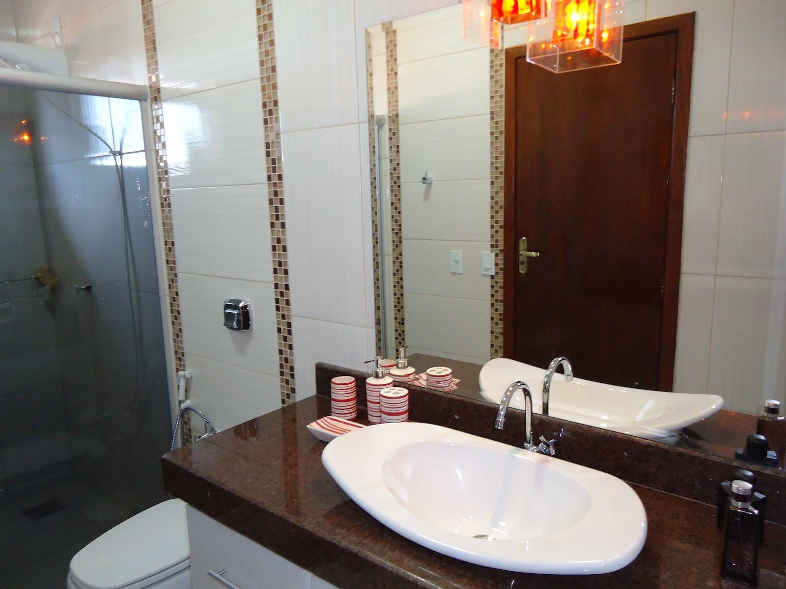Para este banheiro masculino escolhemos tons de marrom. Duas faixas  #613F2D 1600x1200 Banheiro Azul E Marrom