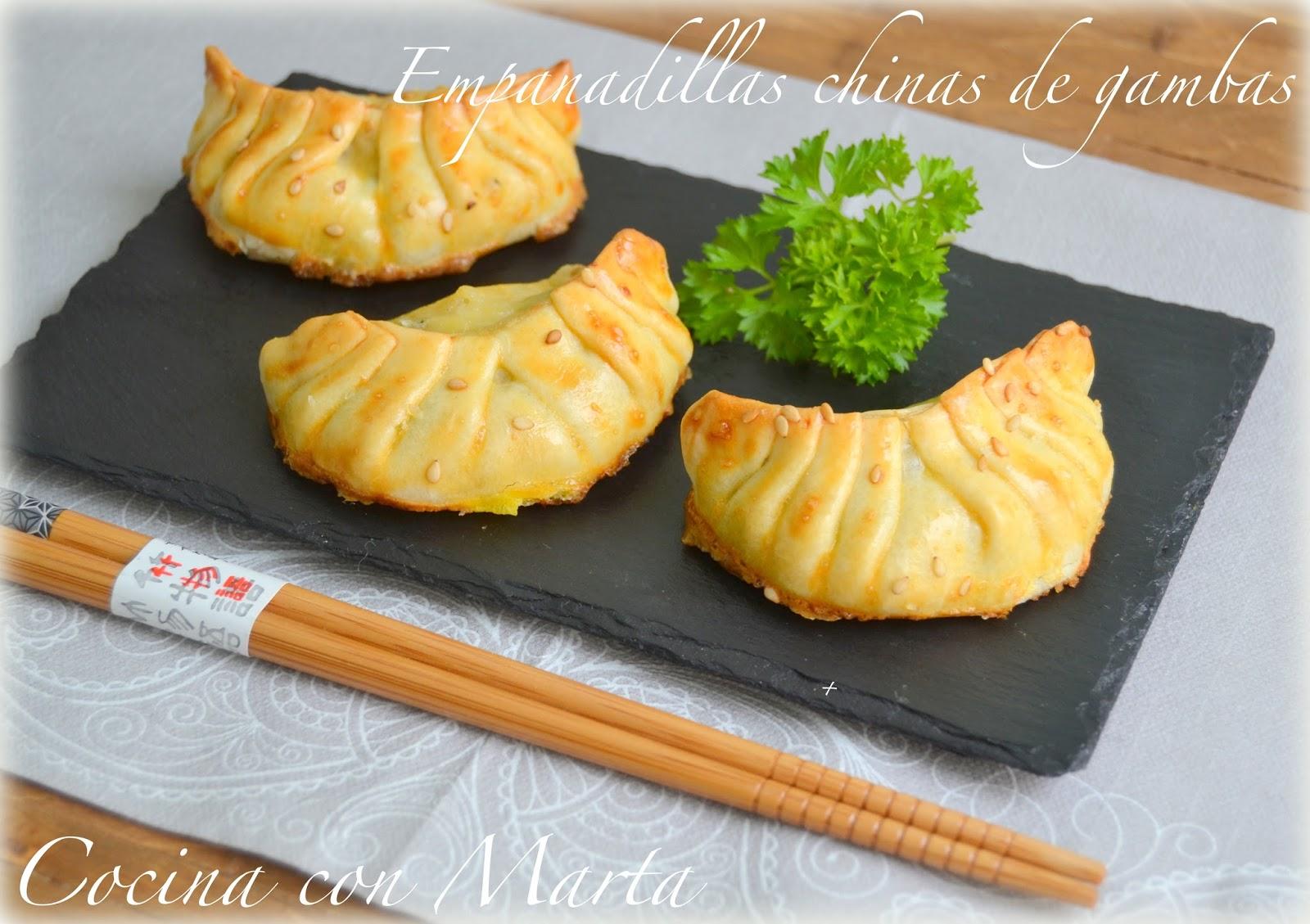 Empanadillas chinas o samosas de gambas y verduras, puerro, calabacín. Receta casera, fácil y rápida.