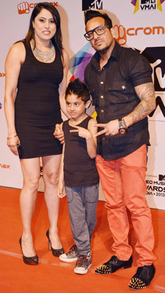 Jazzy B Latest Photo With His Wife and Son