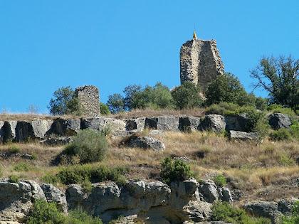 Zoom al Castell de Calders en el que hi podem apreciar les restes de la torre i de la capella de Santa Maria del Castell