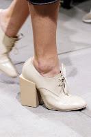 Затворени обувки с връзки и дебел квадратен ток на Balenciaga
