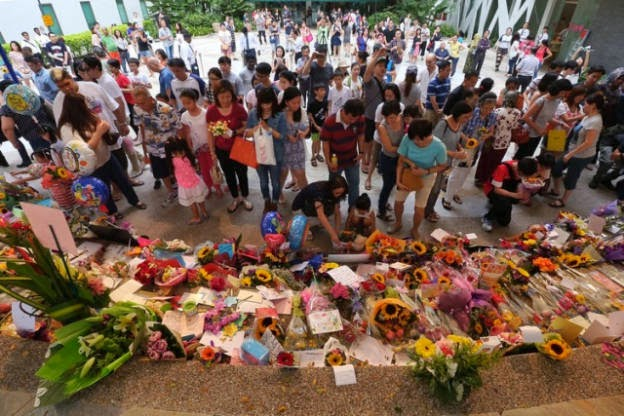 Well-wishers leave cards, flowers and gifts for Mr Lee Kuan Yew